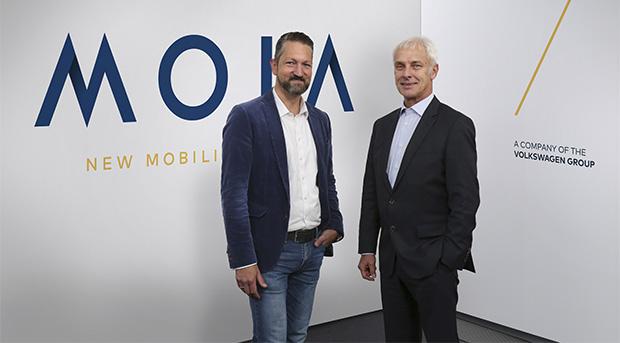 Ole Harms, numero uno di MOIA, insiame a Matthias Müller, amministratore delegato Volkswagen